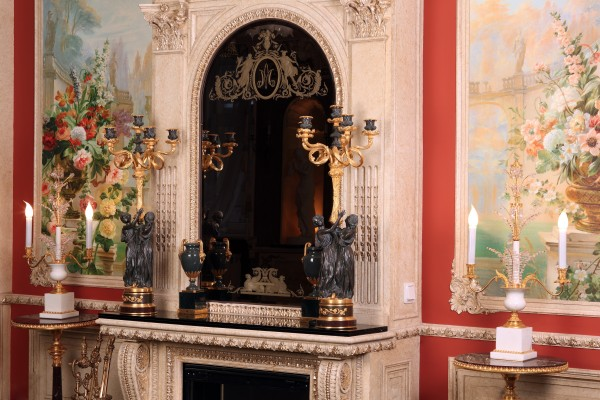 Каминная полка и многие другие элементы дизайна интерьера, освещения, мебели Вы увидите в реальных интерьерах салона Избранное и предложениях компаний-участниц интерьерного салона