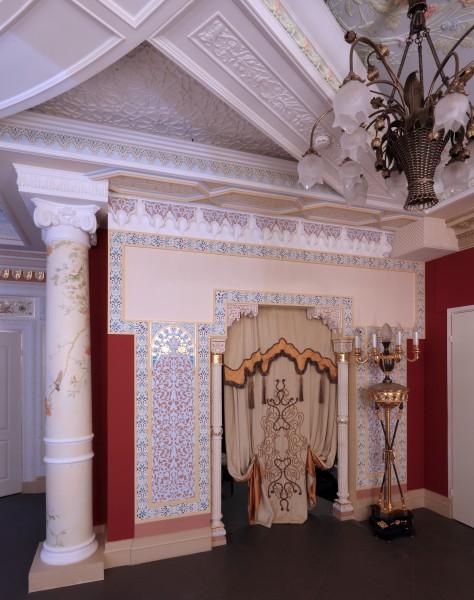 Мавритания и многие другие элементы дизайна интерьера, освещения, мебели Вы увидите в реальных интерьерах салона Избранное и предложениях компаний-участниц интерьерного салона